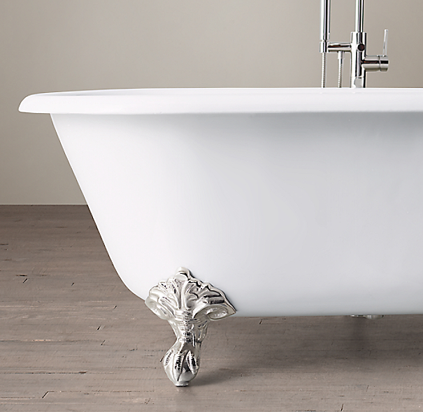 Vintage Imperial Clawfoot Tub With Lever-Handle Floor